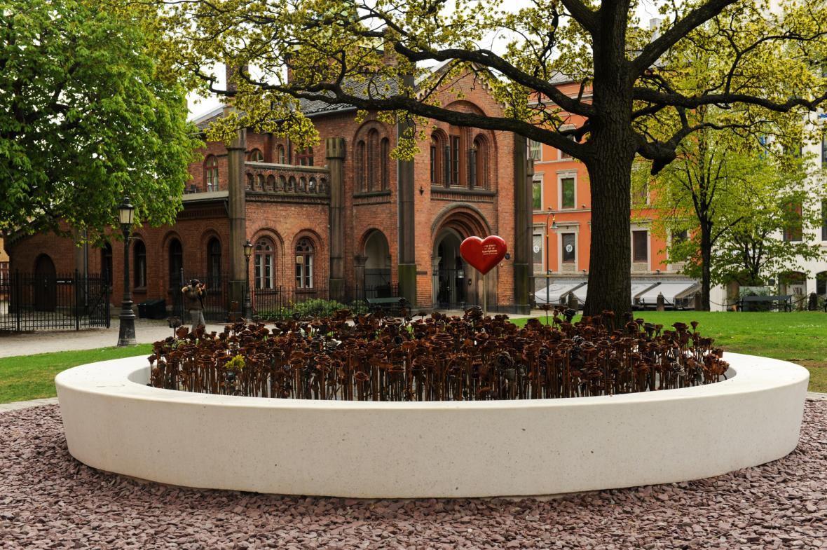Památník obětem útoku v Norsku 22. července 2011