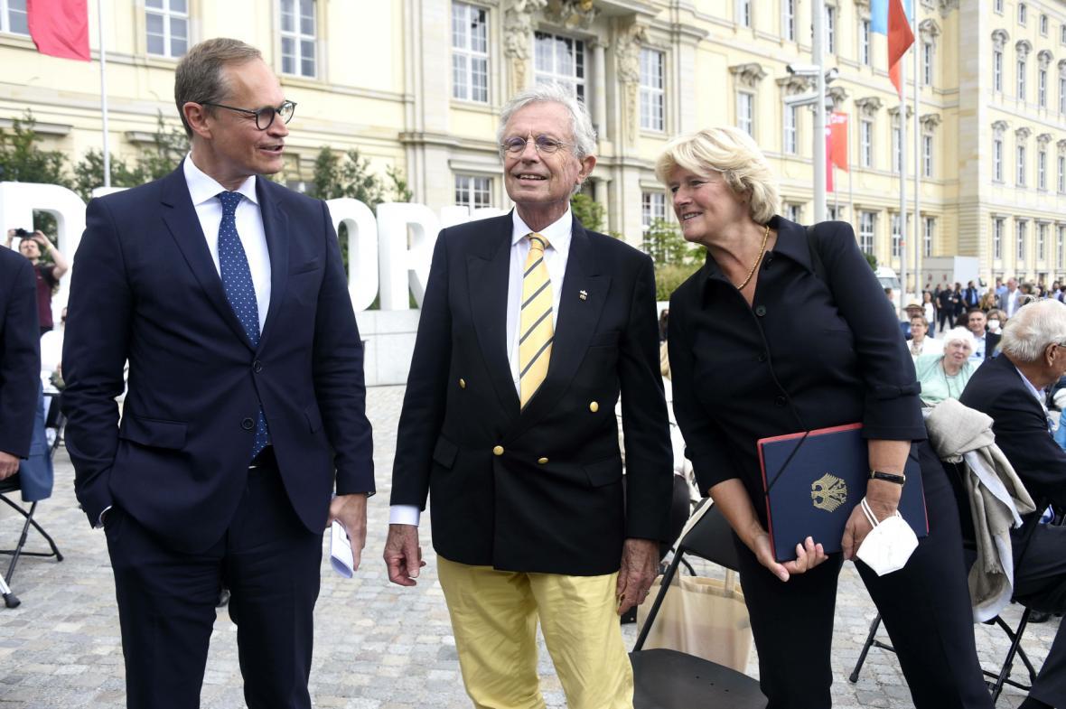 Michael Müller, Wilhelm von Boddien a Monika Grüttersová během slavnostního otevření Humboldtova fóra