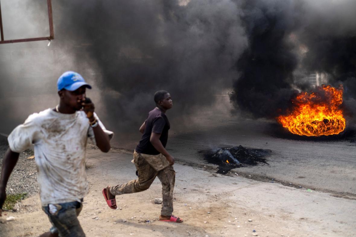 Nepokoje na Haiti před pohřbem prezidenta