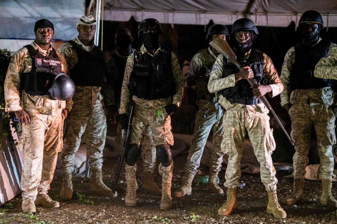 Haitská národní garda hlídala pořádek při pohřbu