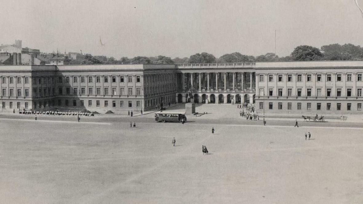 Saský palác na historickém záběru