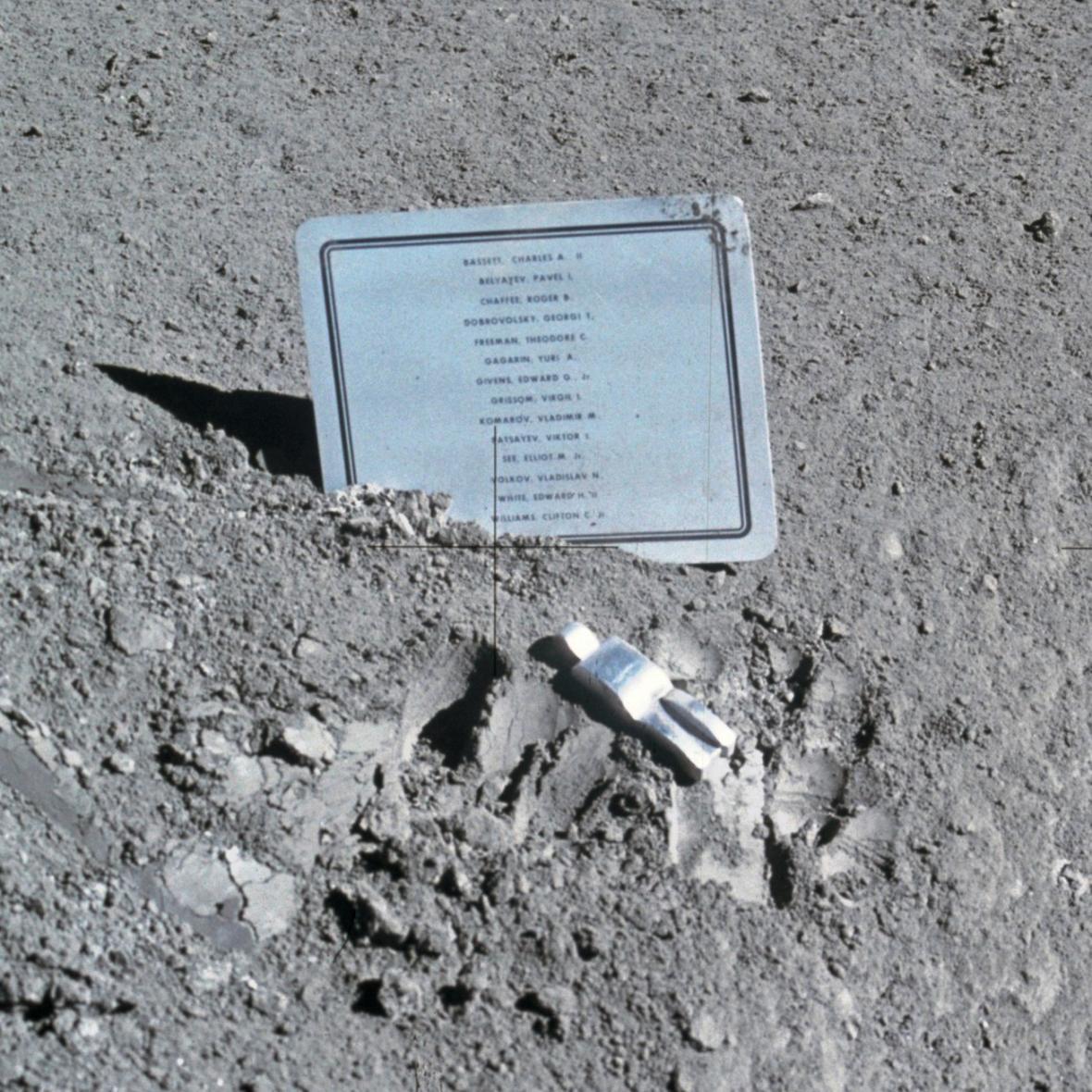 Padlý astronaut