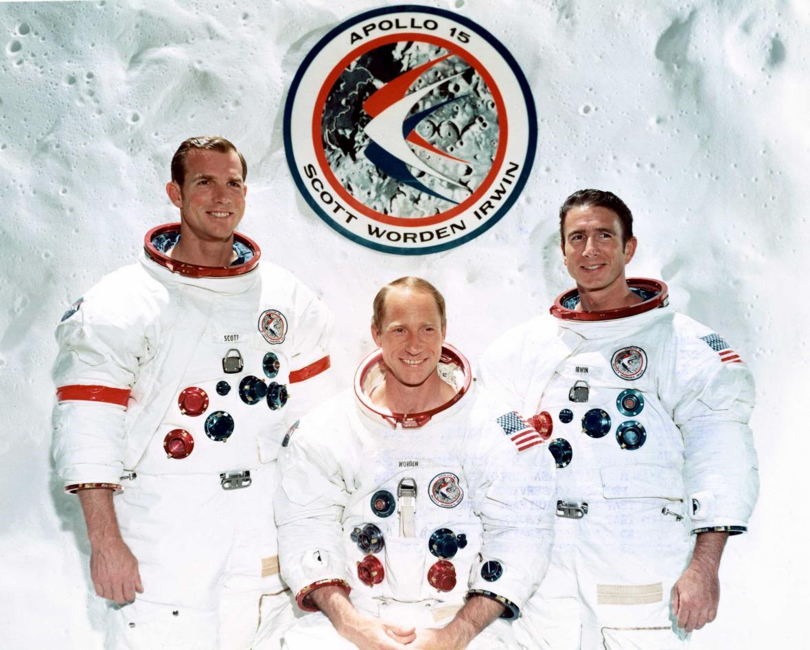 Posádka Apolla 15 zleva doprava: Scott, Worden, Irwin
