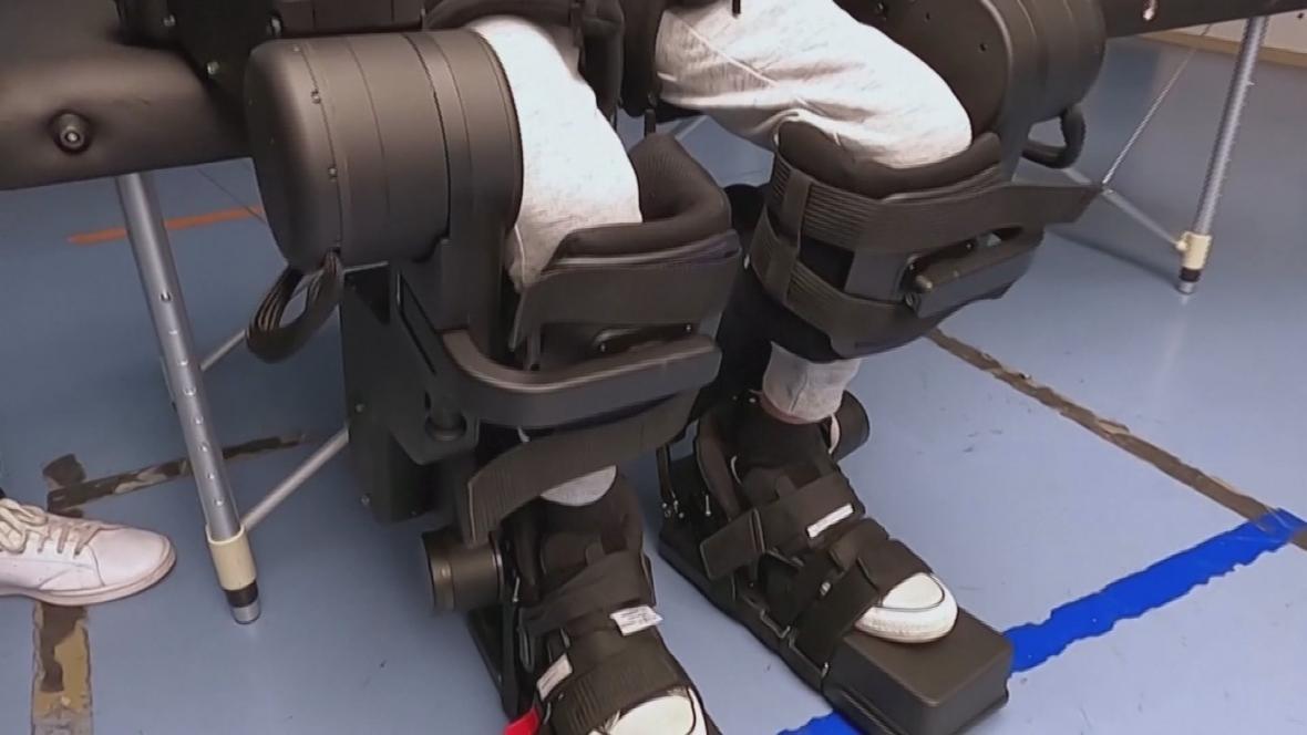 Robotická výpomoc pro handicapovaného chlapce