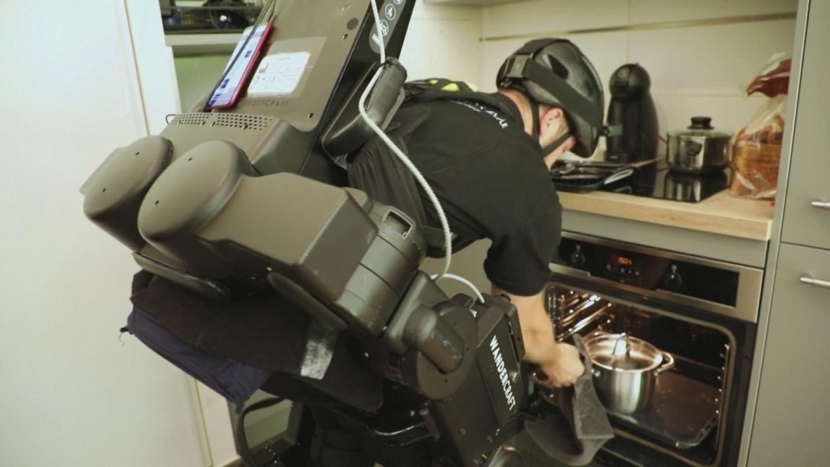 Testování nového robotického systému, který by měl usnadnit život handicapovaným