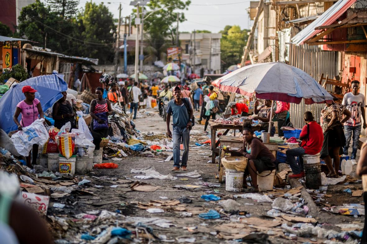 Trh na ulici Petion-Ville v Port-au-Prince