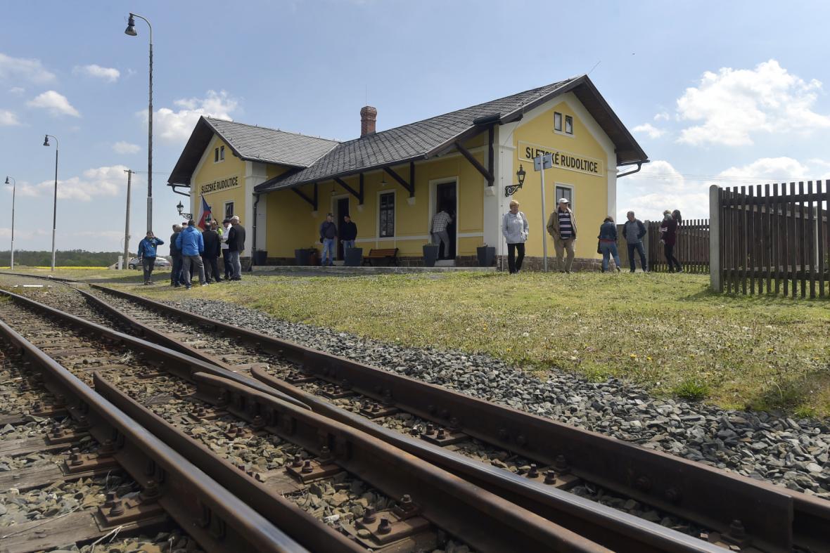 Opravené nádraží ve Slezských Rudolticích