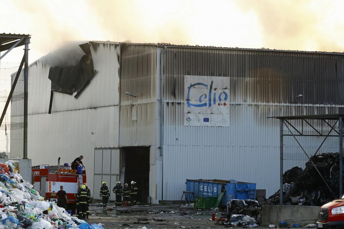 Požár haly na skládce firmy Celio v roce 2018