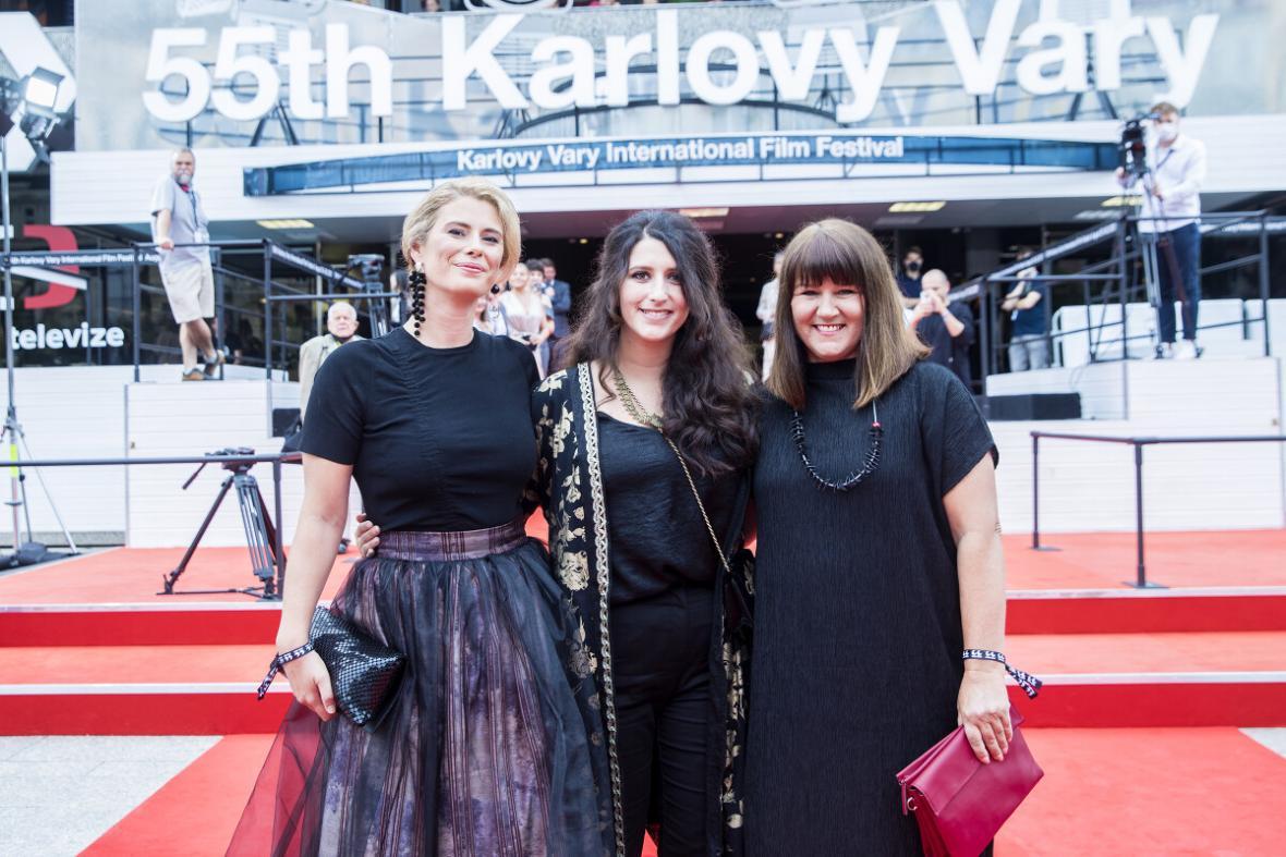 Režisérka Sonja Tarokićová (uprostřed)