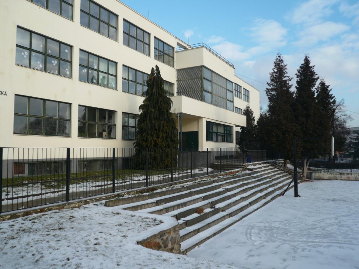 Česká škola (architekt: Mojmír Kyselka, 1932)