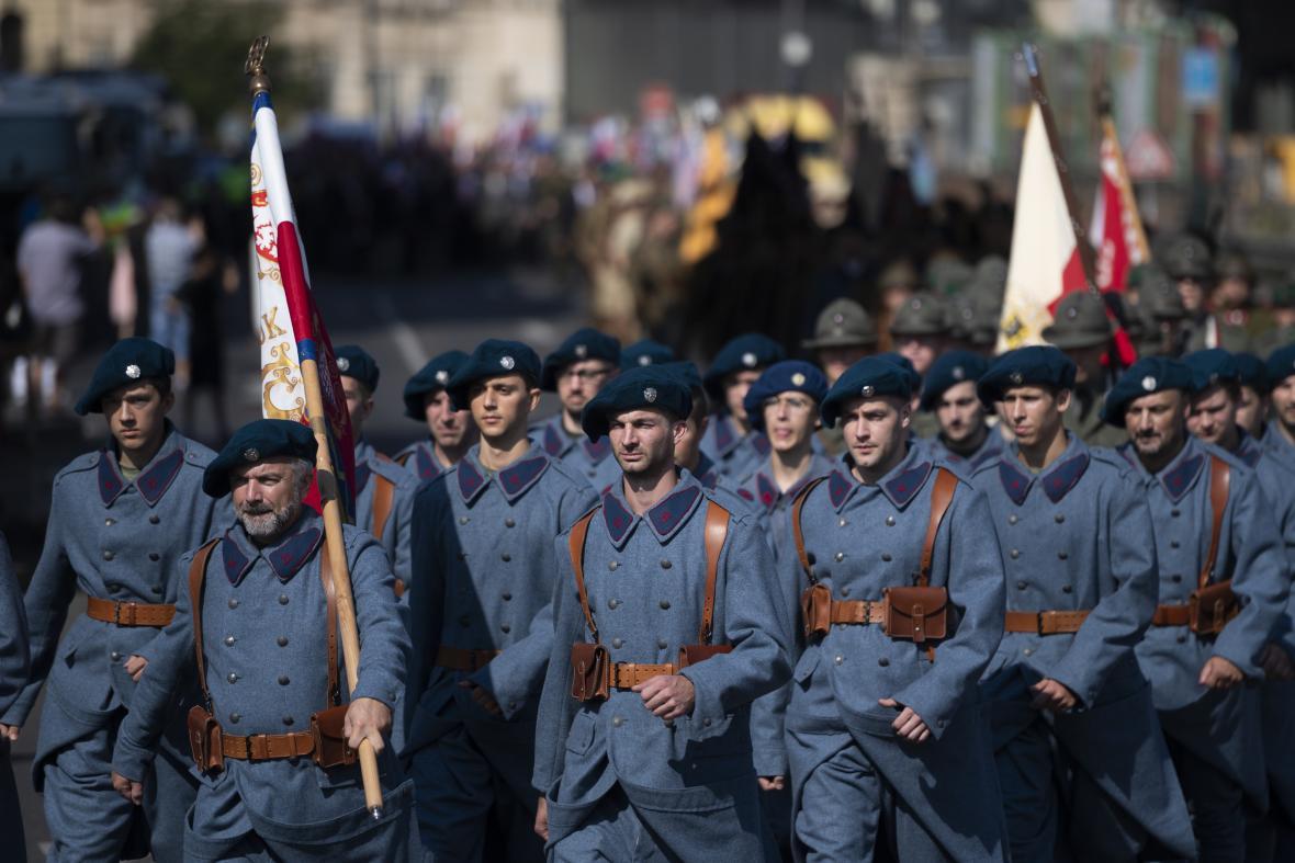 Průvod ke stému výročí Československé obce legionářské