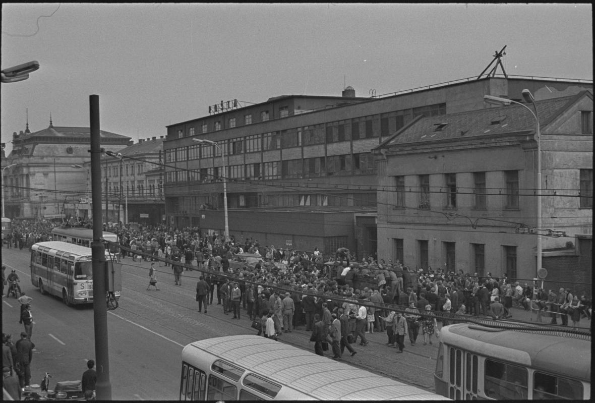 Historická fotografie pošty u nádraží v Brně