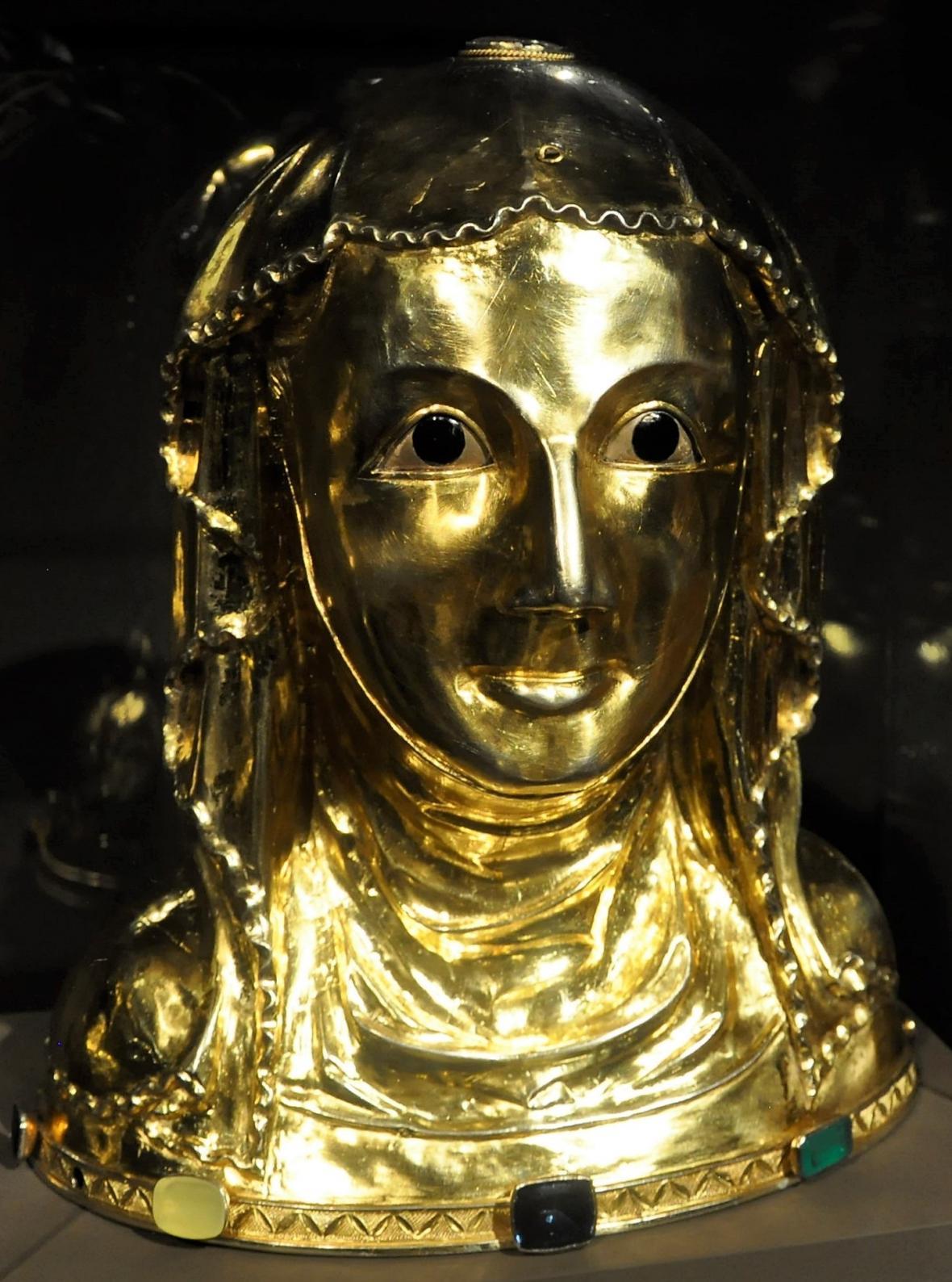 Relikviářová busta svaté Ludmily