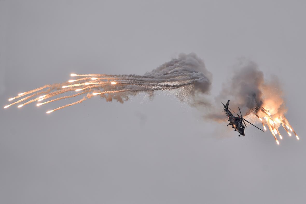 Vrtulník A-109 Razzle Blades nad Dnech NATO