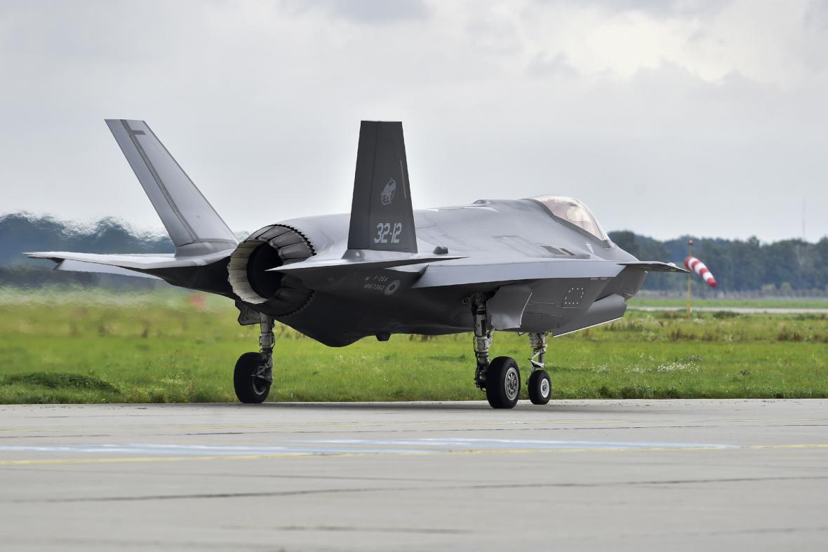 Víceúčelový letoun F-35 Lightning II, první letadlo páté generace