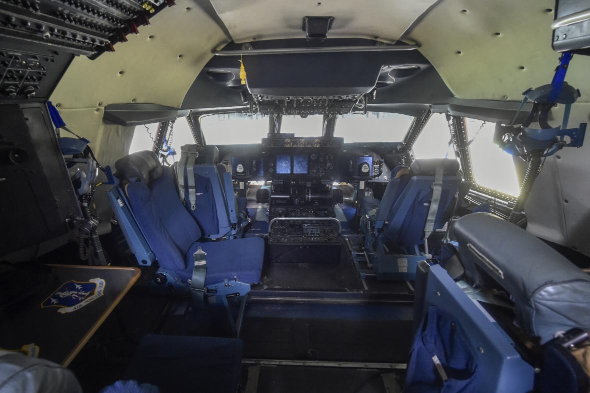 Kokpit letounu C5-M Super Galaxy