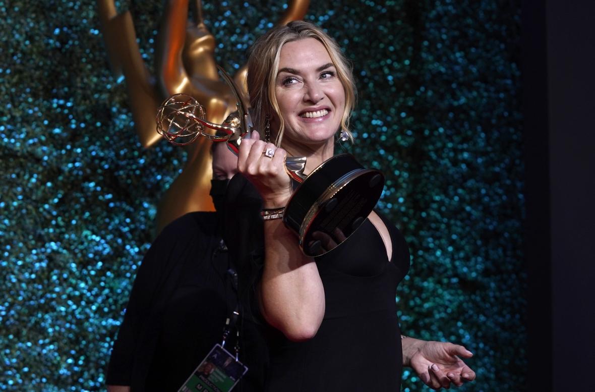 Kate Winsletová na cenách Emmy (2021)
