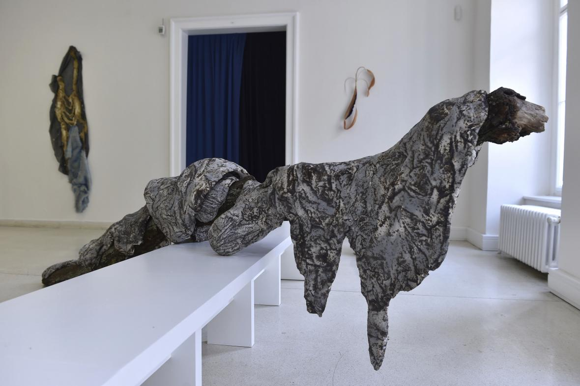 Instalace sochařky Anny Ročňové