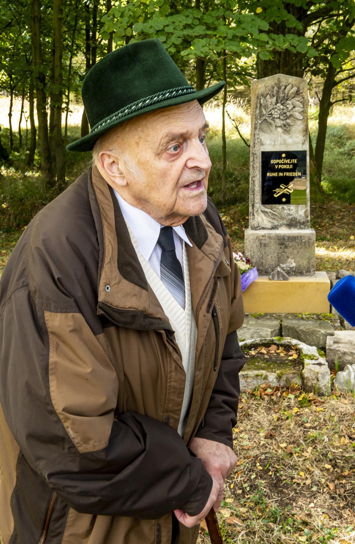 Pamětník a odsunutý Němec Gerhard Hahnel