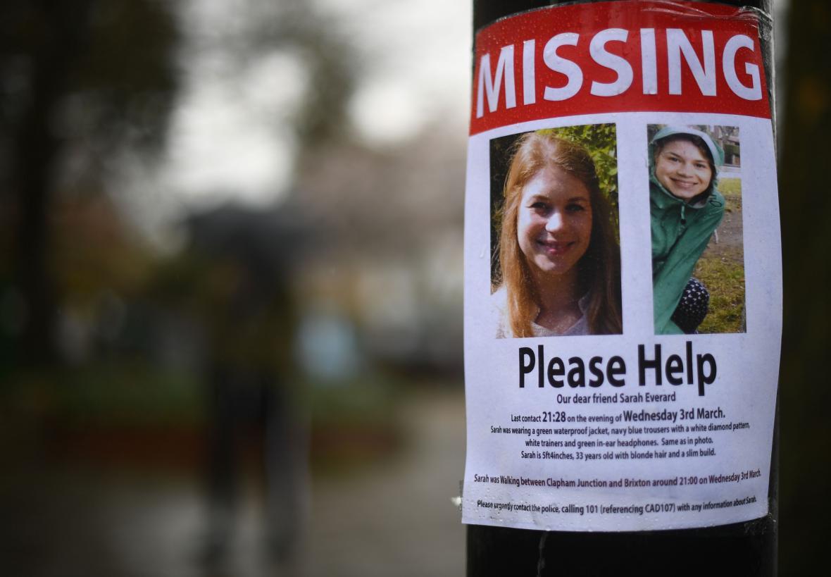 Snímek plakátu s žádostí o pomoc při hledání Sarah Everardové