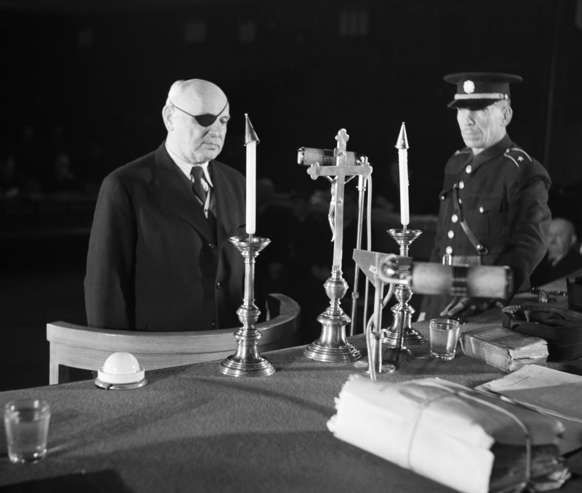 Jan Syrový před během soudního procesu v roce 1947