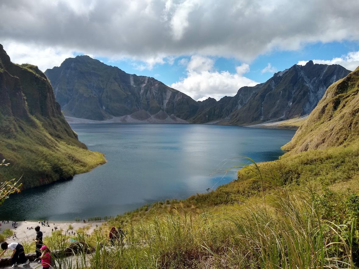 Jezero v kráteru sopky Pinatubo