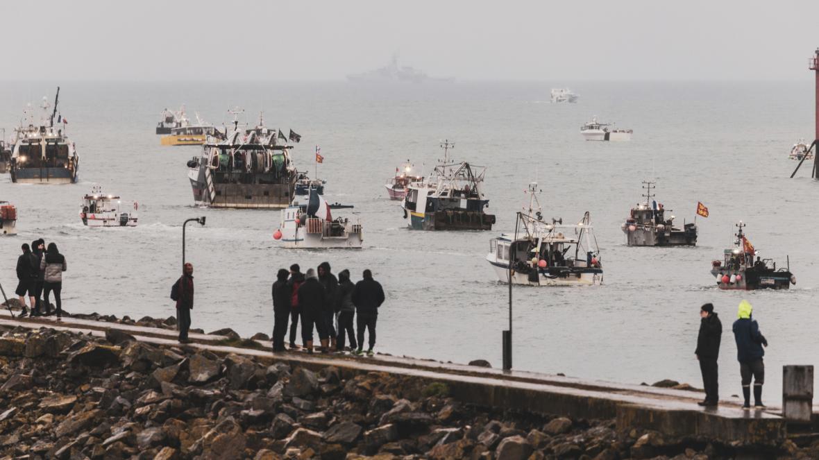 Protest francouzských rybářů u ostrova Jersey v květnu 2021