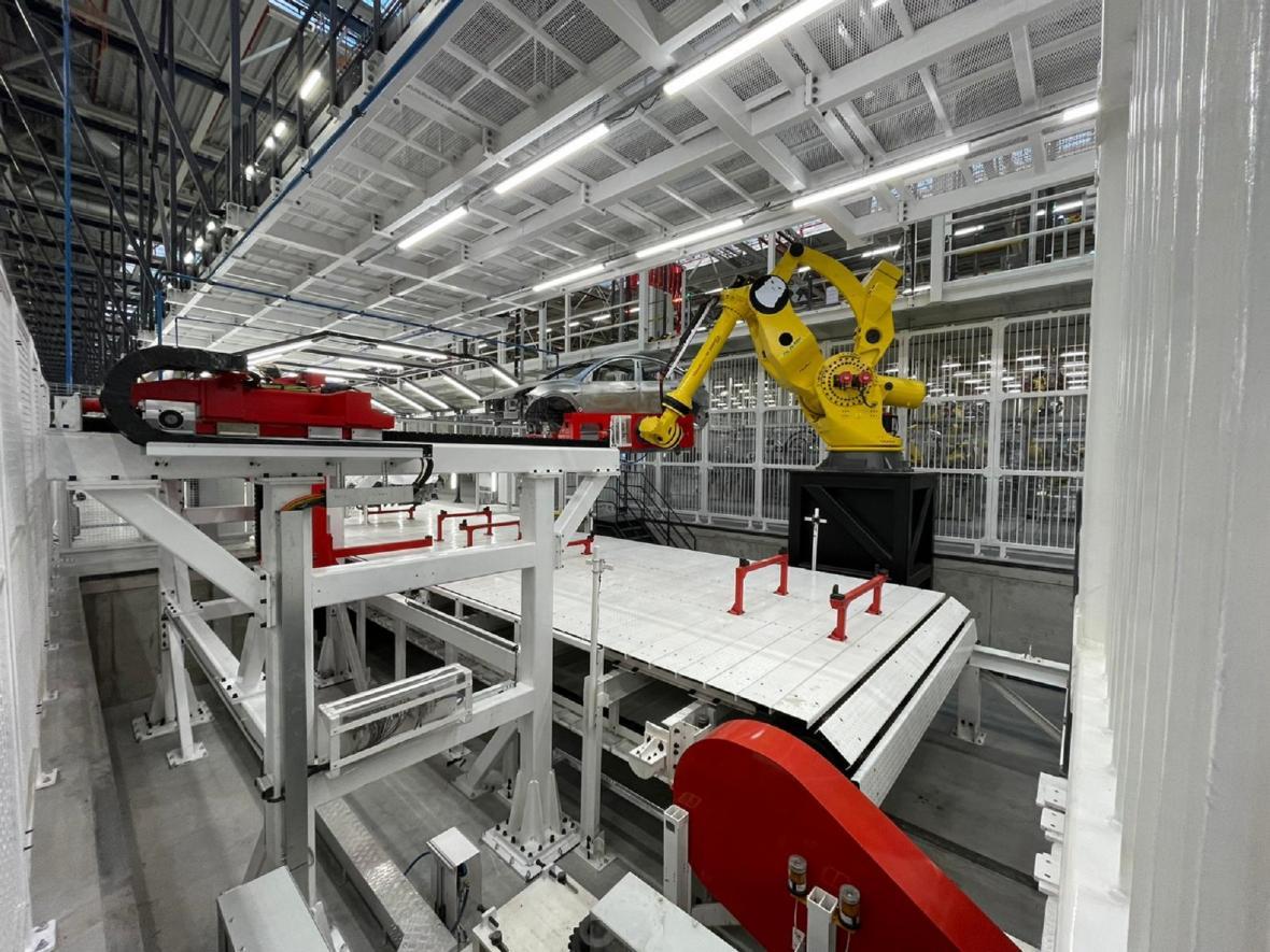 Výrobní linky zatím běží jen ve zkušebním provozu
