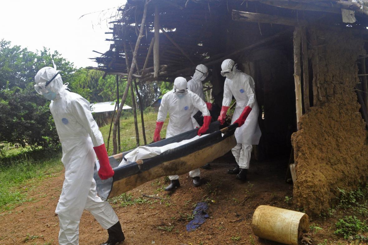 Ebola straší svět