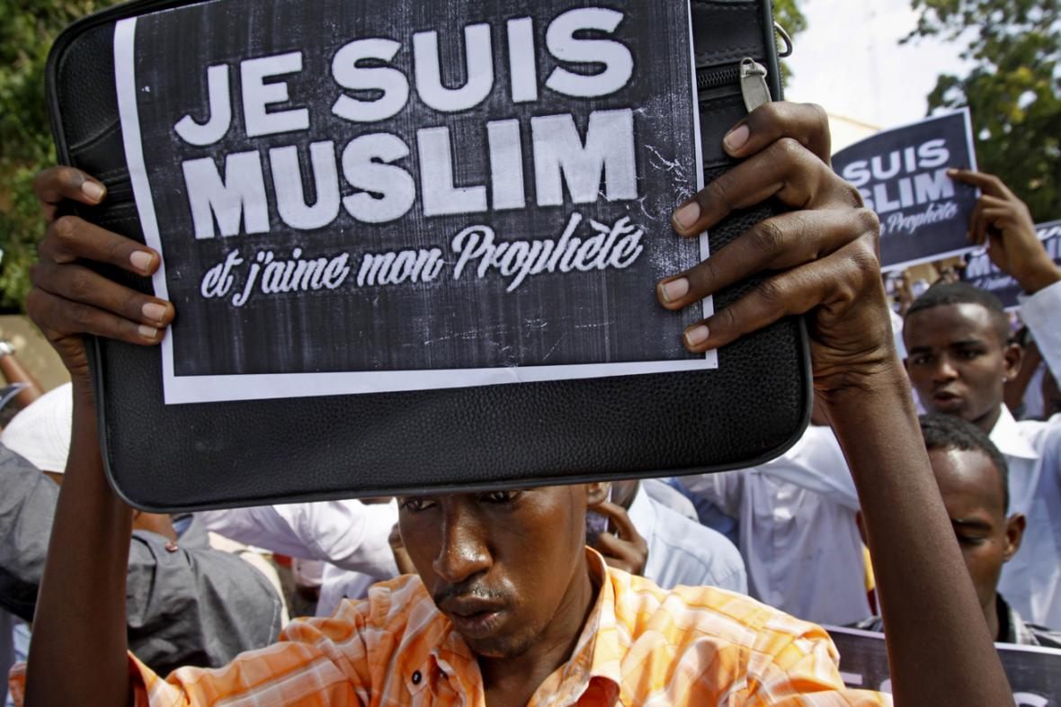 Jsem muslim a miluji svého Proroka, demonstrují somálští studenti