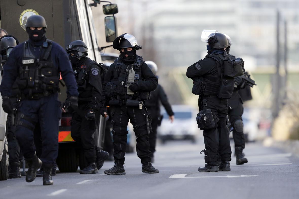 Policie zasahuje u pošty u Paříže