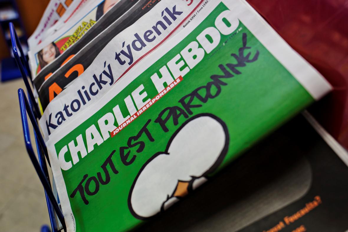 První výtisky Charlie Hebdo na českých stáncích