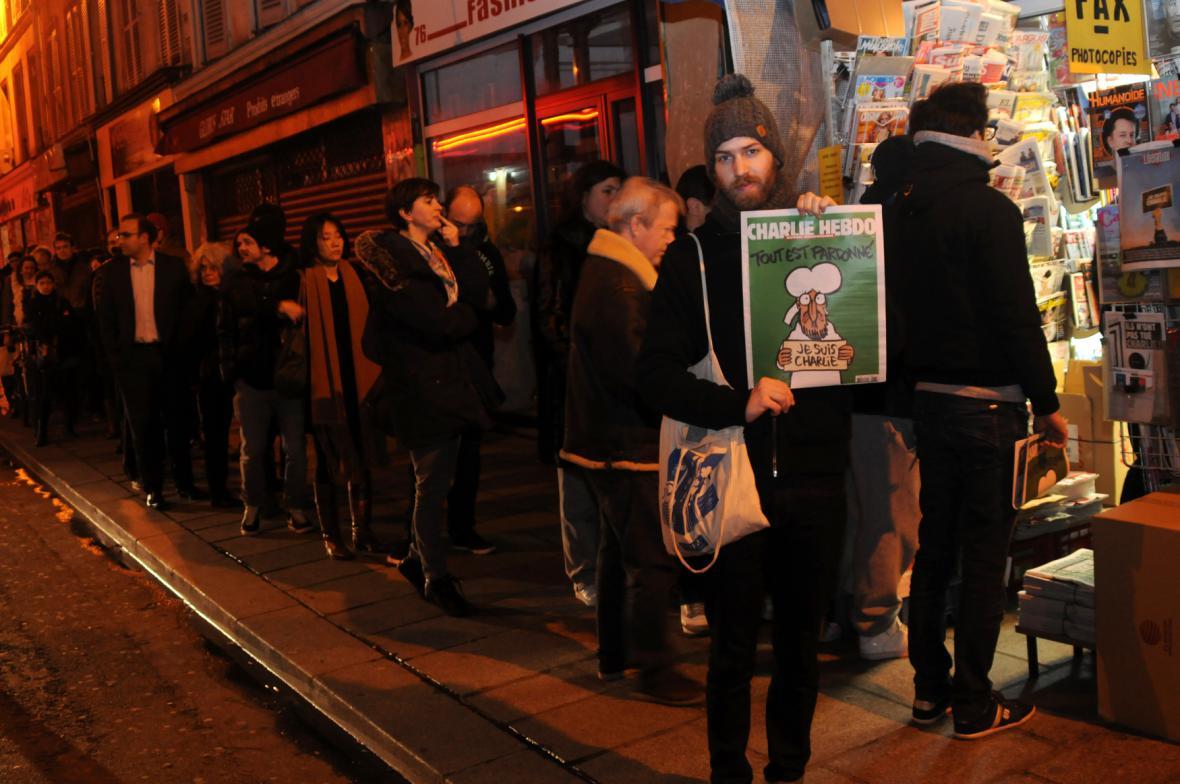 Fronta na nové číslo Charlie Hebdo