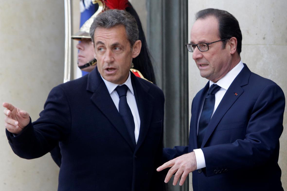 Prezident Hollande vítá v Elysejském paláci svého předchůdce Nicolase Sarkozy