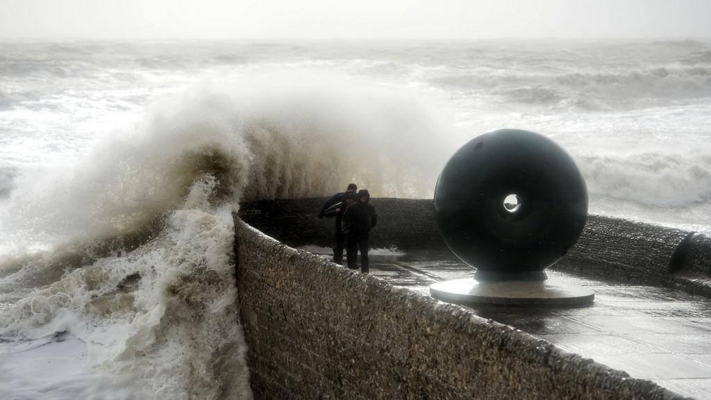 Pobřeží Británie zasáhla další bouře