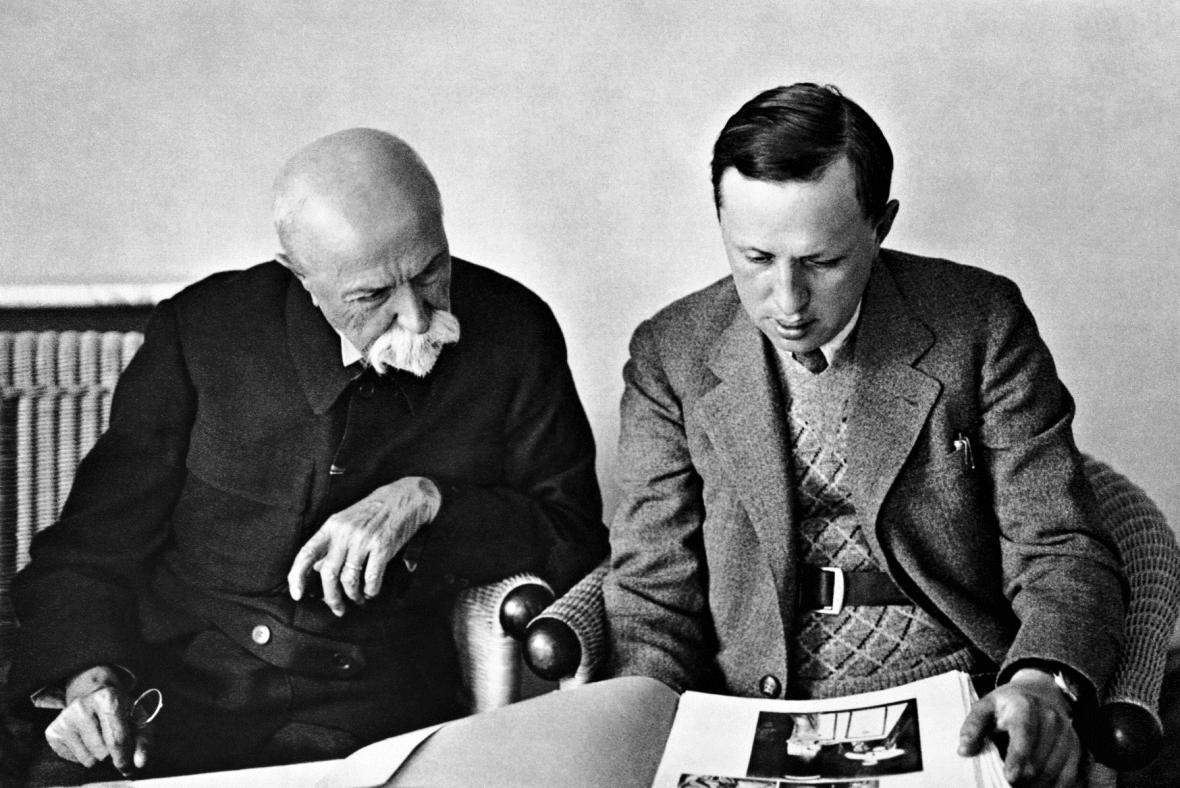 Karel Čapek (vlevo) a T. G. Masaryk