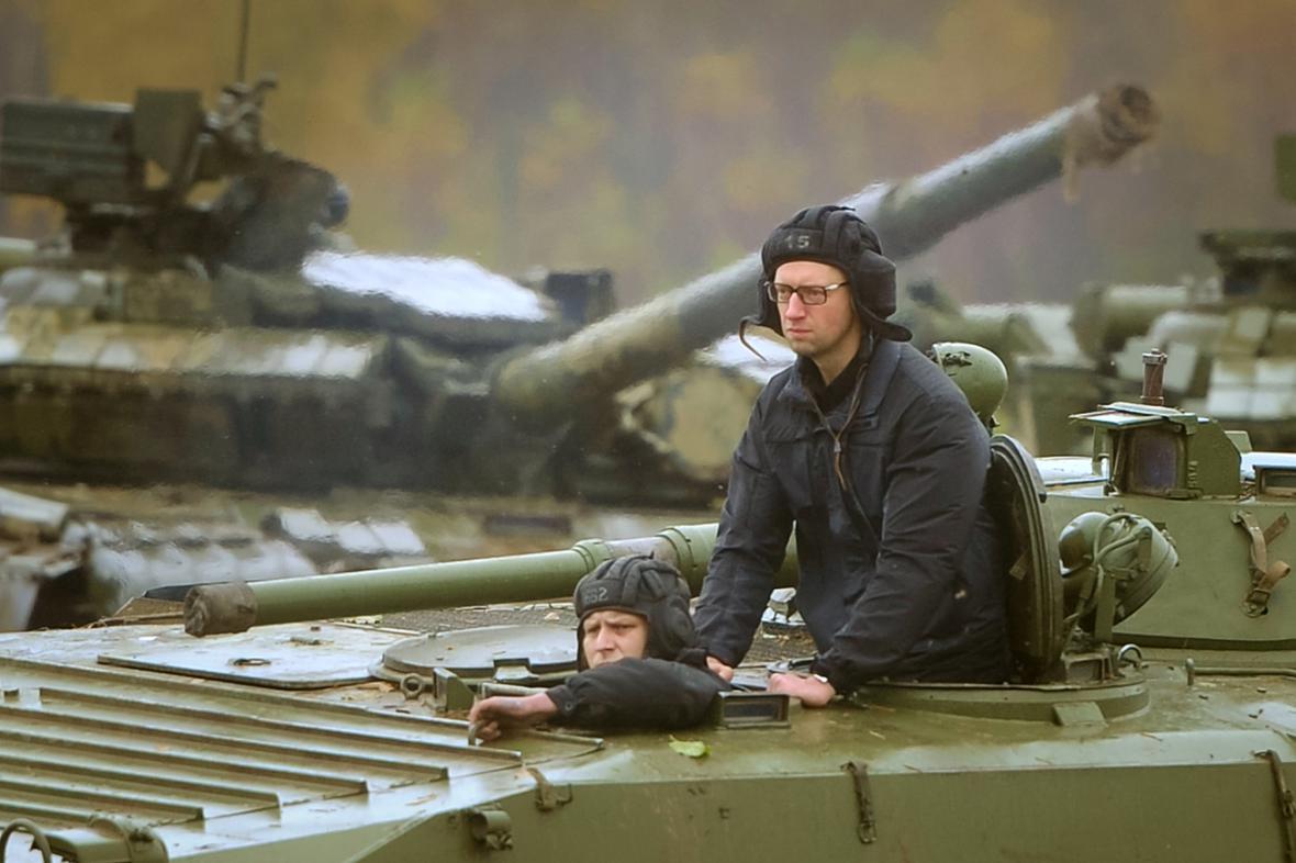 Arsenij Jaceňuk v bojovém vozidle