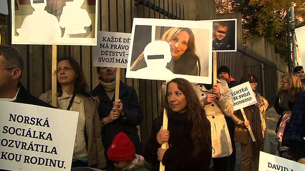 Demonstrace na podporu rodiny Michalákovy
