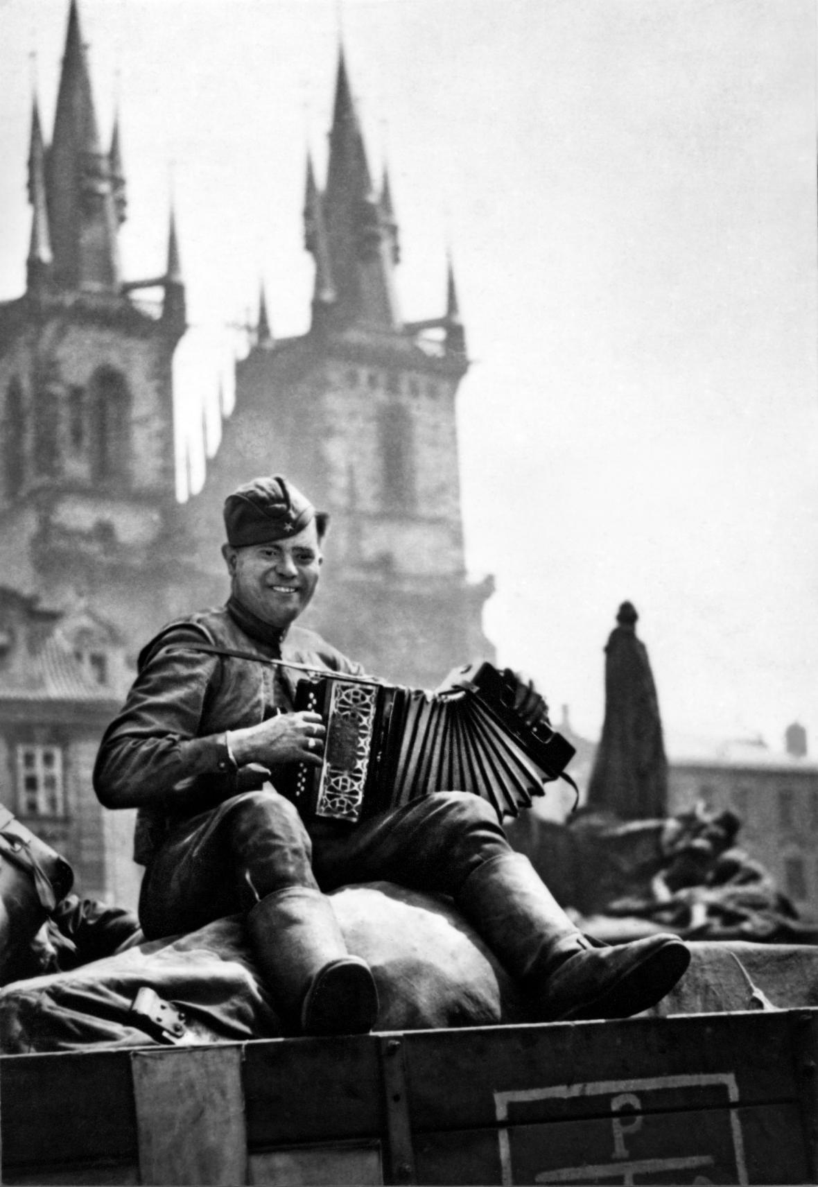 Fotografie Tibora Hontyho z roku 1945