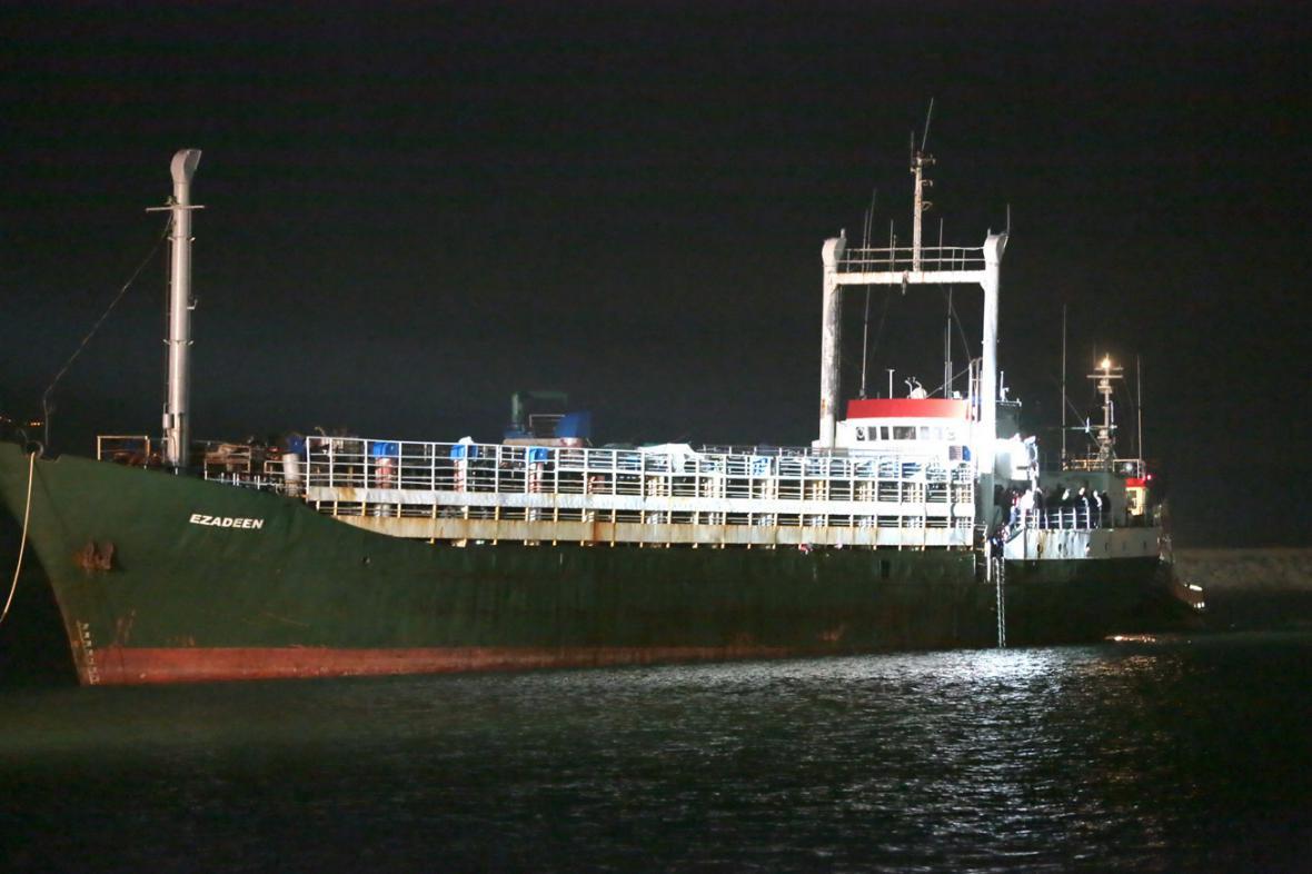 Loď Ezadeen v přístavu Corigliano