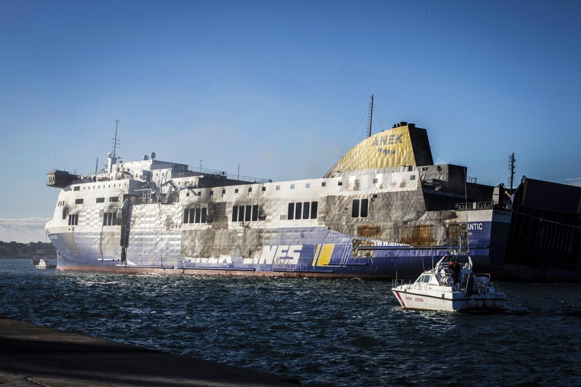 Norman Atlantic v přístavu Brindisi