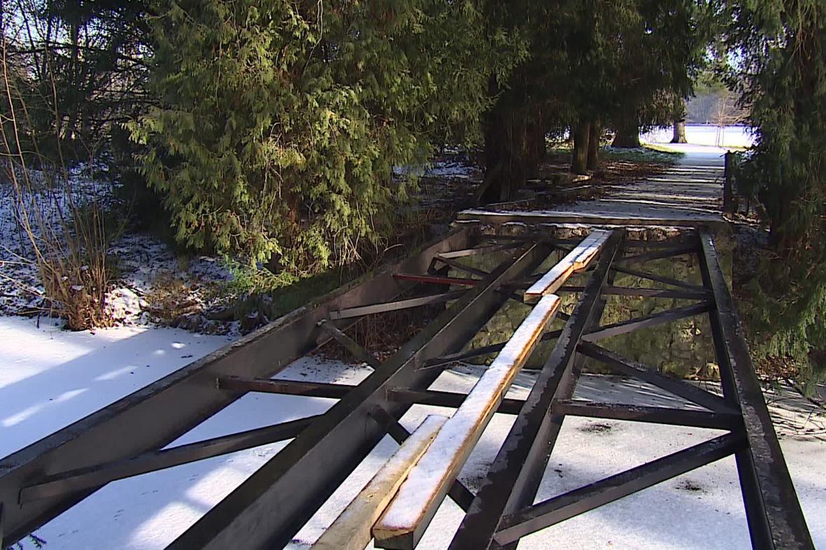 Rekonstrukce mostů v lednickém parku