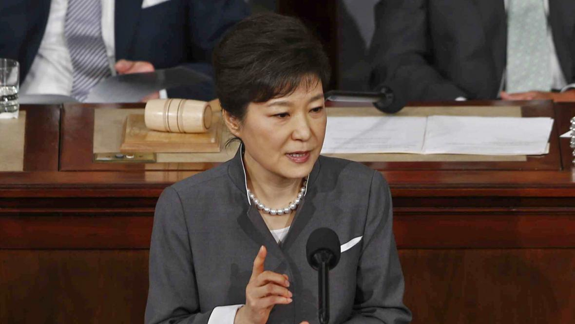 Pak Kun-hje při projevu v Kongresu USA