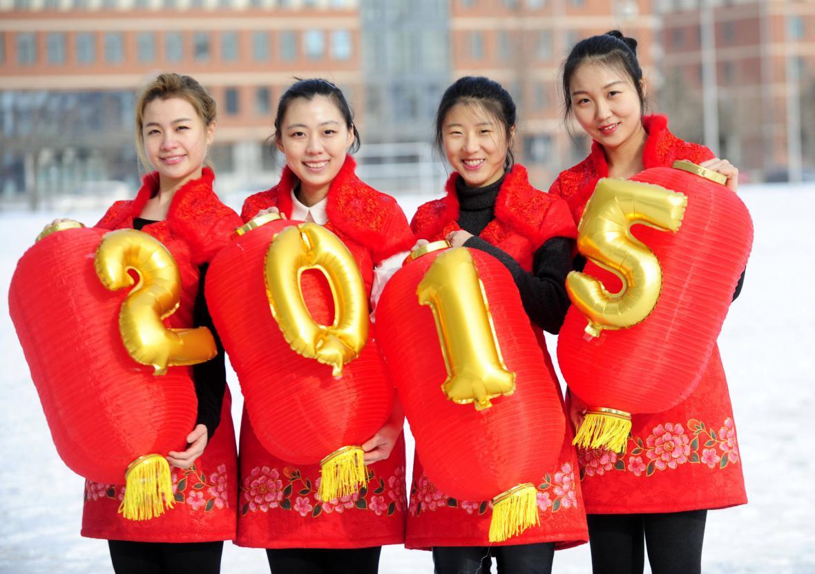 Čínské studentky s lampiony
