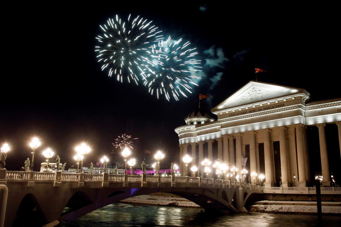 Ohňostroj přivítal nový rok v hlavním městě Makedonie, ve Skopji