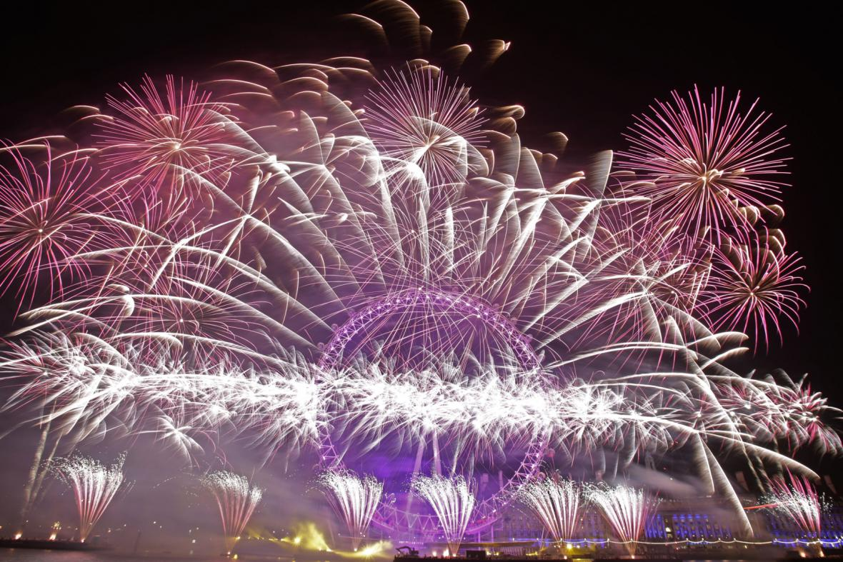 Londýnské oko shlíží na novoroční ohňostroj