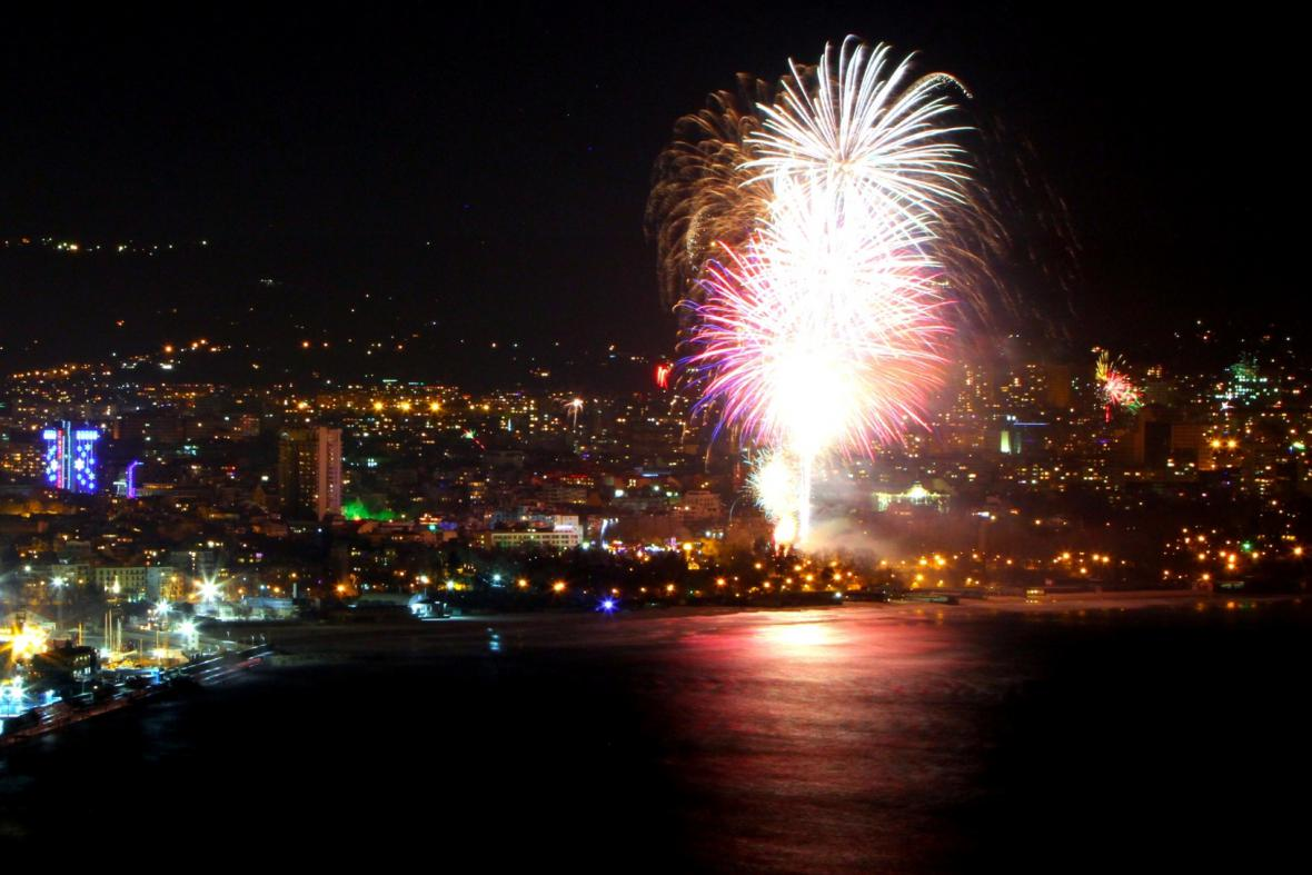 Ohňostrojem slavila silvestr i bulharská Varna