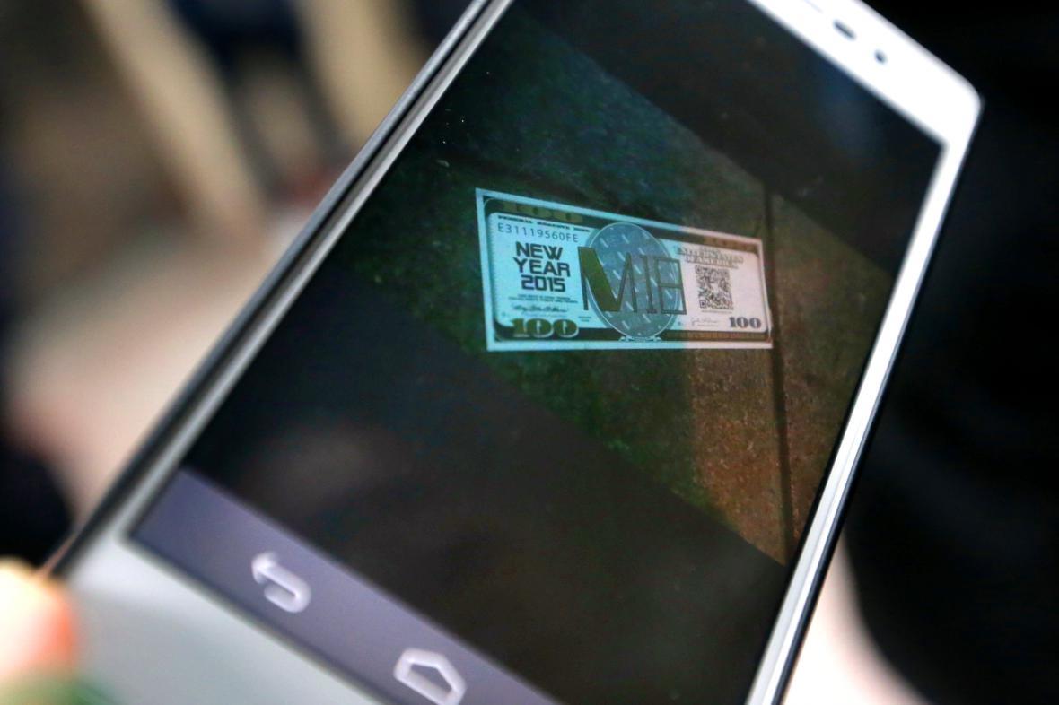 Falešné bankovky zavinily tlačenici v Šanghaji