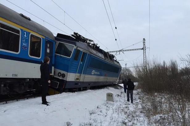 V Poříčanech vykolejil vlak