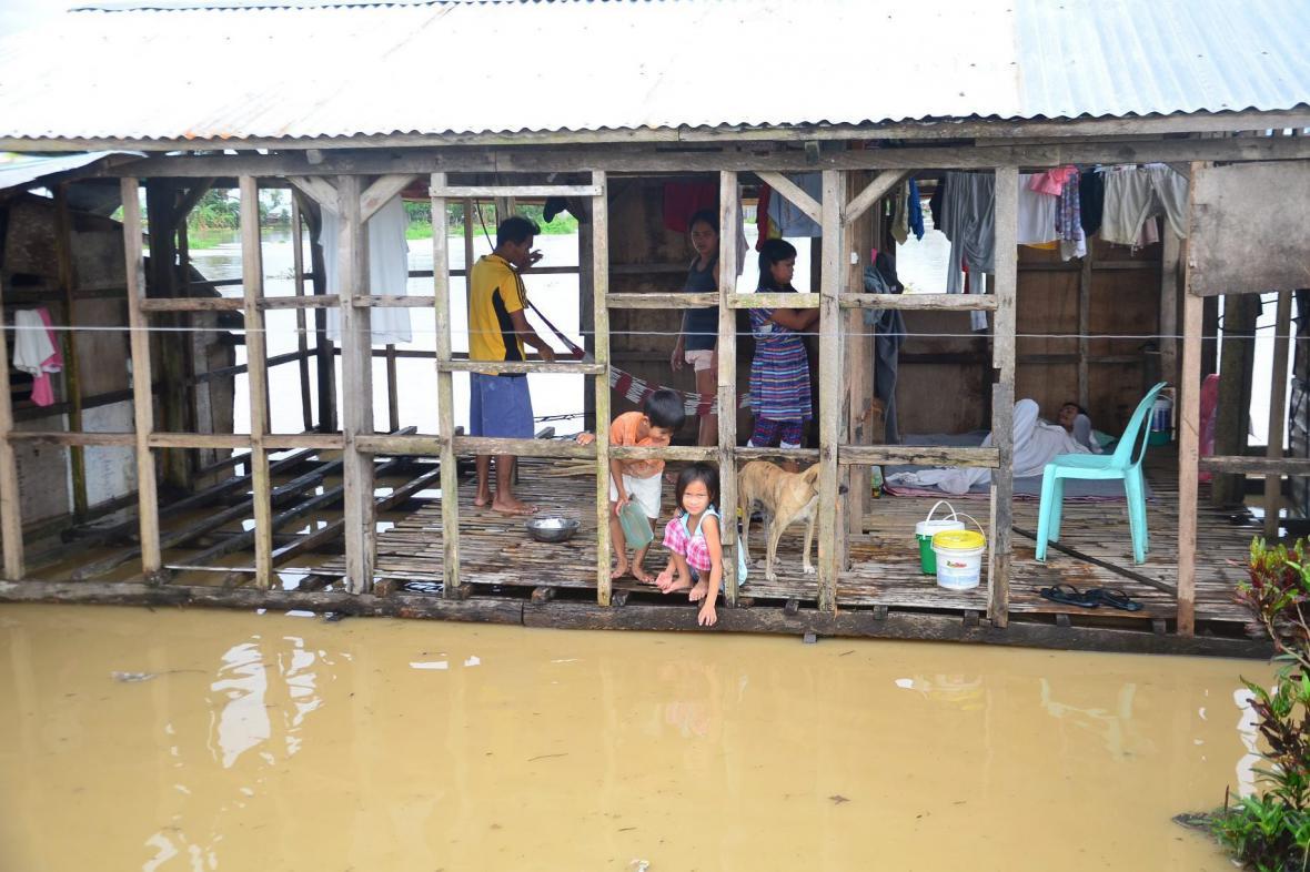 Tropická bouře Jangmi udeřila na Filipíny